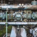 Machine hydraulique rouillée dans un hangar de l'usine SAFEA