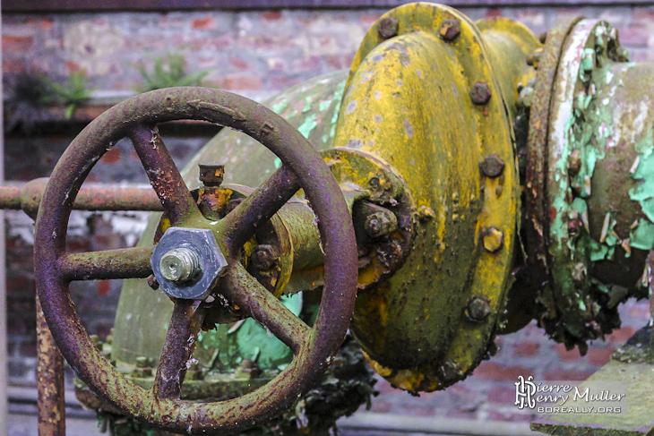 Robinet vanne à bride sur un circuit hydraulique de l'usine SAFEA