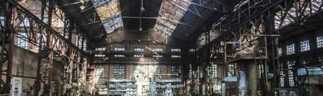 Imaginez une multitude de hangars comme celui-ci où la nature a pu oeuvrer pour reprendre ses droits pendant plusieurs décennies.