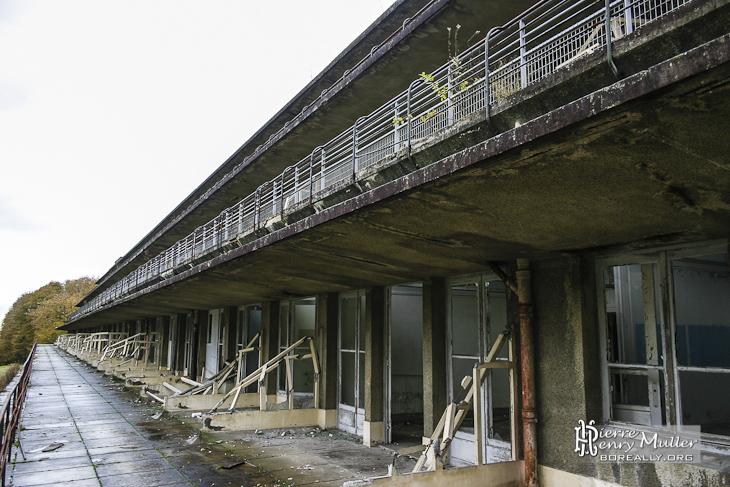 Balcons et chambres du sanatorium du Vexin