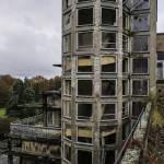 Cage d'escalier arrondie typique avec ses vitres carrées du sanatorium du Vexin