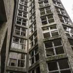 Cage d'escalier aux vitres carrées du Pavillon du Docteur Vian au sanatorium du Vexin