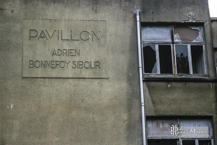 Plaque d'identification du Pavillon Adrien Bonnefoy-Sibour