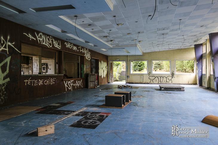 Salle du bar et salon du sanatorium du Vexin