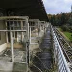 Vue des séparations des balcons du sanatorium du Vexin