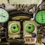 Cadrans phosphorescents au poste plongée du sous-marin