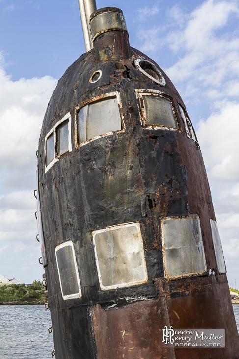 Fenêtres de navigation à couvert du kiosque du sous-marin russe