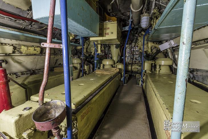 Les trois moteurs diesel du sous-marin Scorpion classe Foxtrot