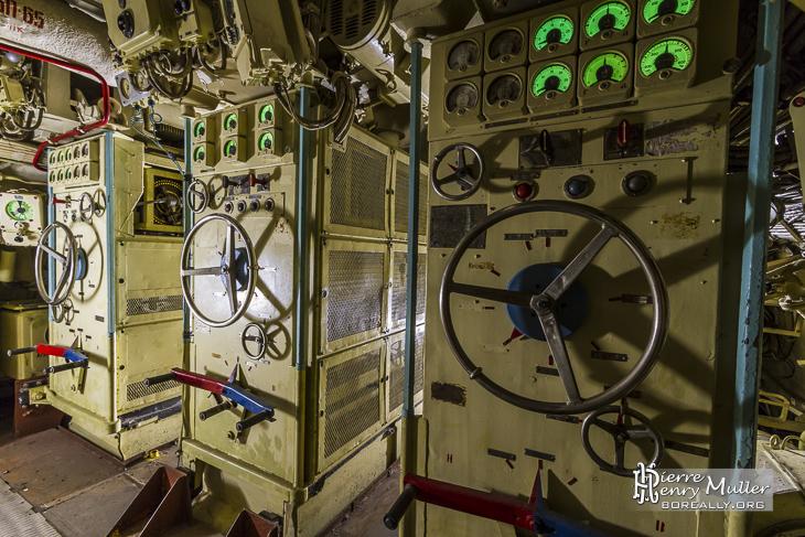 Panneau de commande des blocs électriques et batteries du sous-marin