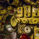 Poste du barreur du sous-marin et écoutille inter compartiment