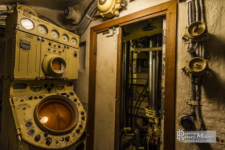 Poste radar du sous-marin pour la recherche active de cible