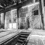 Portes en bois du dépôt de trains