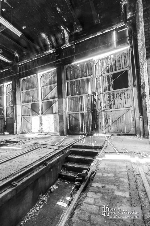 Portes en bois du d p t de trains boreally - Depot bois nantes ...