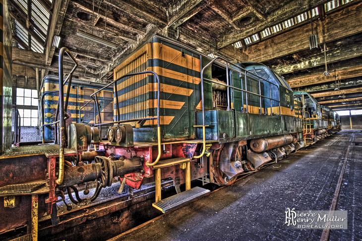 Trains abandonnés de Charleroi en HDR impressionniste