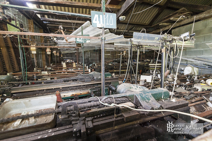 Machine à tisser pour la fabrication de béret basque à l'usine Pierre Laulhère