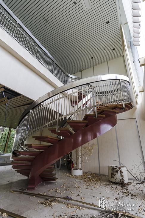 Escalier en colima on l 39 accueil de l 39 usine boreally - L escalier en colimacon ...