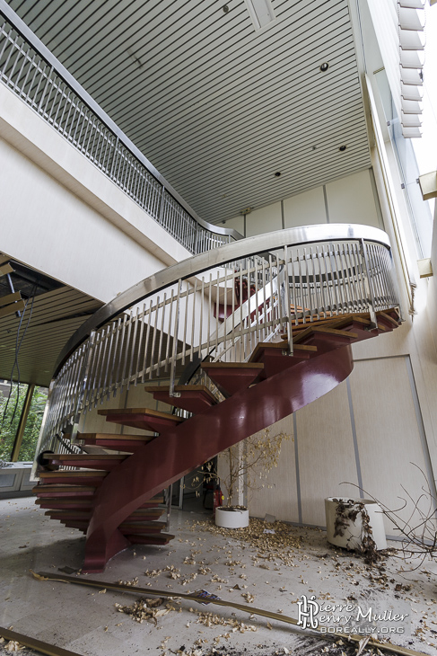 escalier en colima on l 39 accueil de l 39 usine boreally. Black Bedroom Furniture Sets. Home Design Ideas