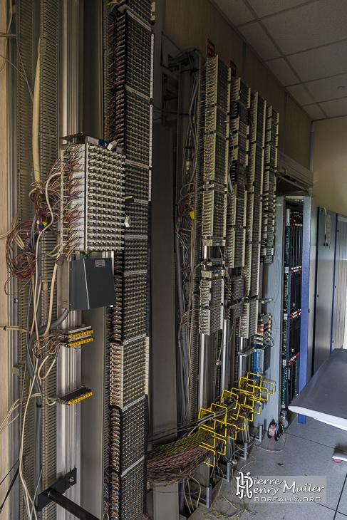 Salle d'arrivée télécom à l'usine LU