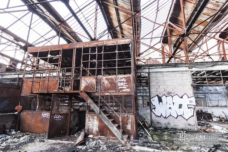 Poste de contrôle de l'usine rouillé et incendié de l'usine Valentine