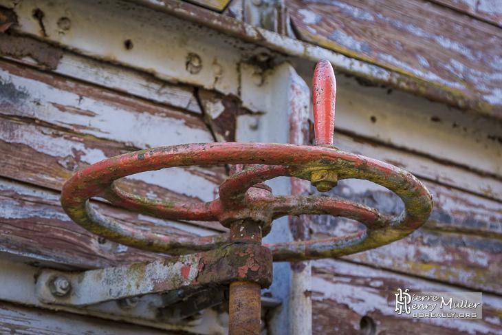 Manivelle de freins sur un wagon abandonné