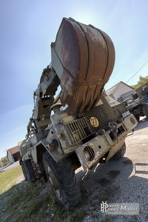 Pelle hydraulique légère sur camionnette
