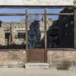Devanture d'une boutique incendiée à Oradour