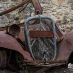 Epave d'une Citroen traction au village d'Oradour