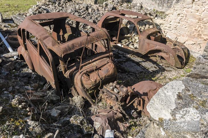 Epaves de voitures de la seconde guerre mondiale