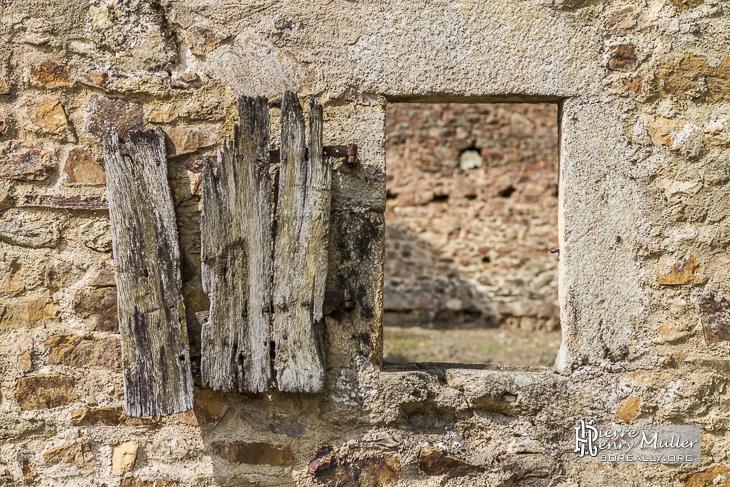 Fen u00eatre et vieux volet en bois d'une maison en ruine Boreally # Vieux Volet En Bois