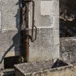 Fontaine à eau avec pompe manuelle