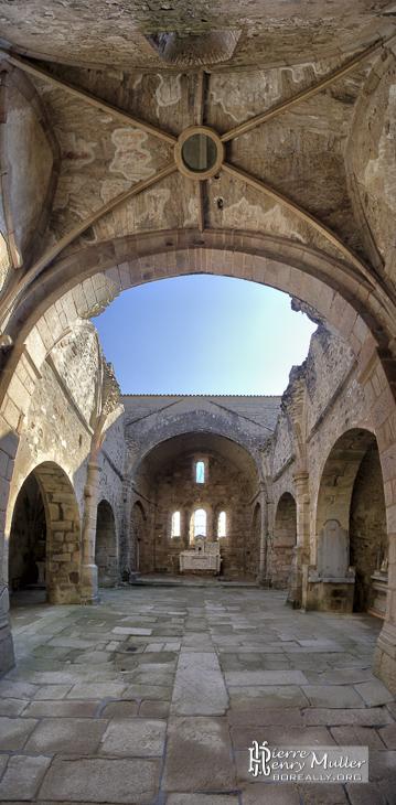 Intérieur église d'Oradour sur Glane
