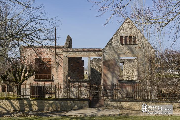 Maison en ruine dans le village d'Oradour sur Glane