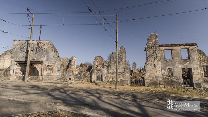 Maisons en ruine du village martyr