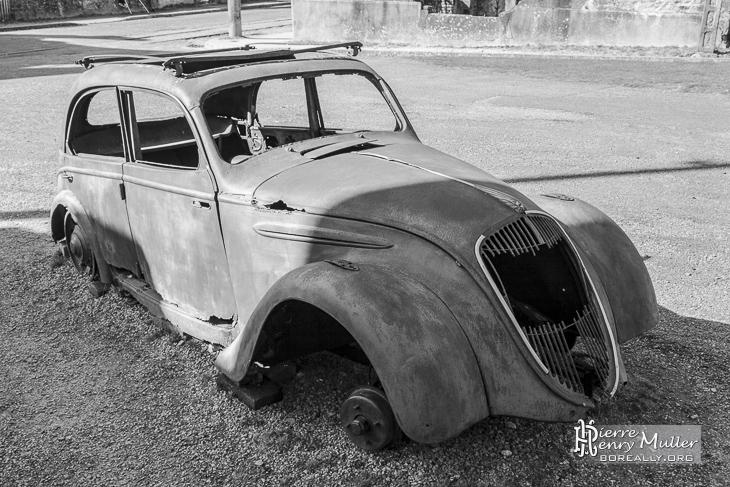 Peugeot 202 du médecin d'Oradour sur Glane