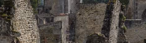Village d'Oradour en ruine et son Eglise...