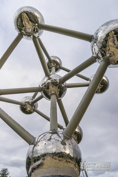 Au pied de l'Atomium à Bruxelles