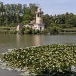 Tour de Malborough un phare dominant le Grand Lac du Hammeau de la Reine