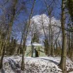 La tente Tartare sous la neige et le soleil au Désert de Retz