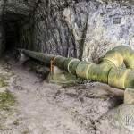 Embouchure du tunnel du Chaudron à Etretat avec sa canalisation d'eau usée