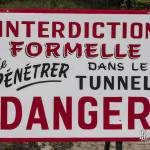 Panneau d'interdiction d'entrer du tunnel du Chaudron à Etretat