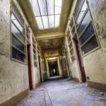 Couloir de l'angoisse de l'hôpital Richaud à Versailles en HDR