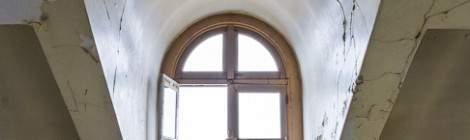 ...Fenêtre du toit de l'hôpital en TTHDR....
