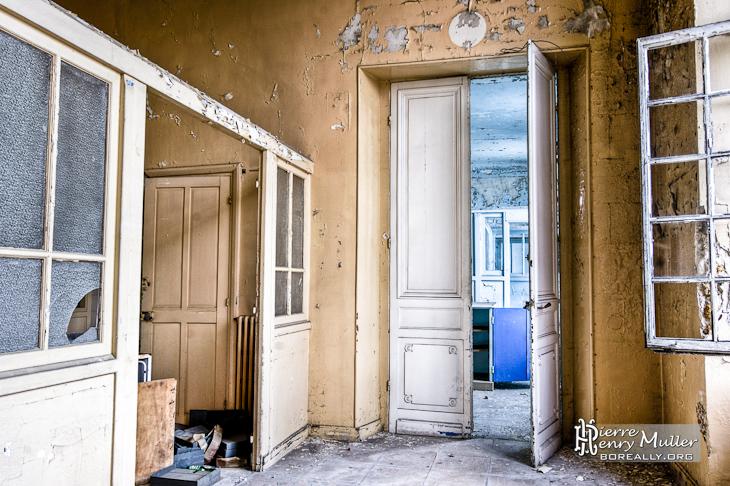 Grandes portes de la maternit de l 39 h pital richaud en hdr boreally - Hopital porte de versailles ...