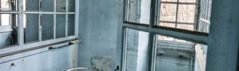 Porte berceau dans une chambre de la maternité en HDR