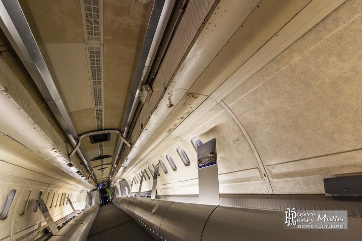 Intérieur du Concorde 001 avec accès par l'arrière du fuselage