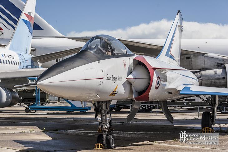 Mirage 4000 de côté au musée du Bourget