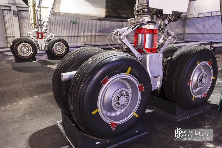 Trains d'atterrissages du Concorde 001 avec marques de placement pneus