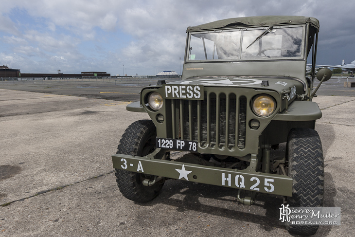 jeep hotchkiss willys m201 press de la seconde guerre mondiale boreally. Black Bedroom Furniture Sets. Home Design Ideas