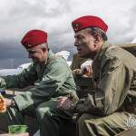 Membres de l'Escadron Historique sur une command car au Bourget