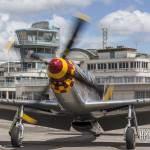 North American P-51D Mustang arrivant au parking du Bourget